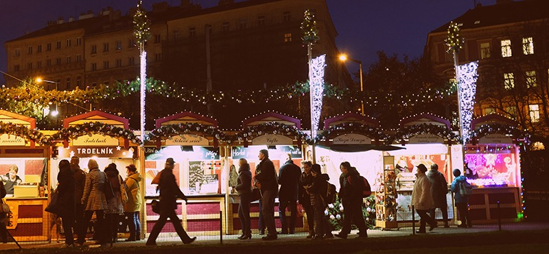 christmas stands in christmas market prague 800x371
