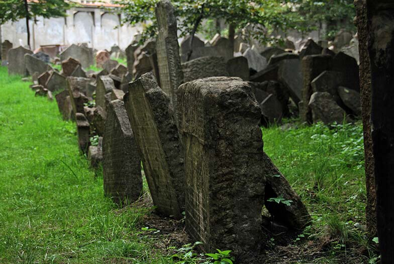 czech inn hostel prague jewish cemetery
